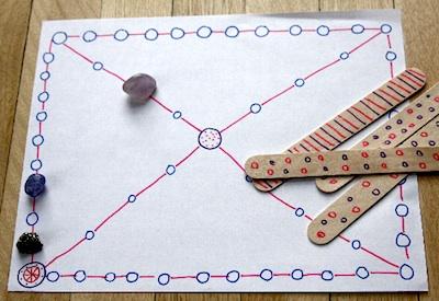 Koreanskt spel. Bilden från http://www.thecraftycrow.net