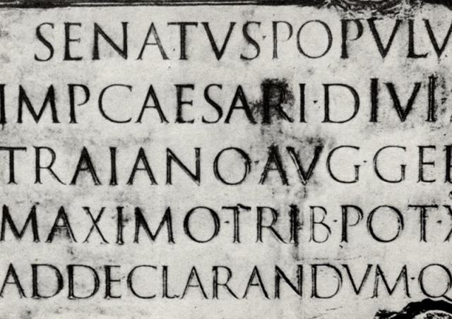 bokstäver med serifer